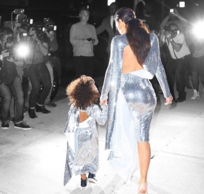 Kim and Nori in matching outfits on their way to the 2nd Saint Pablo MSG date.